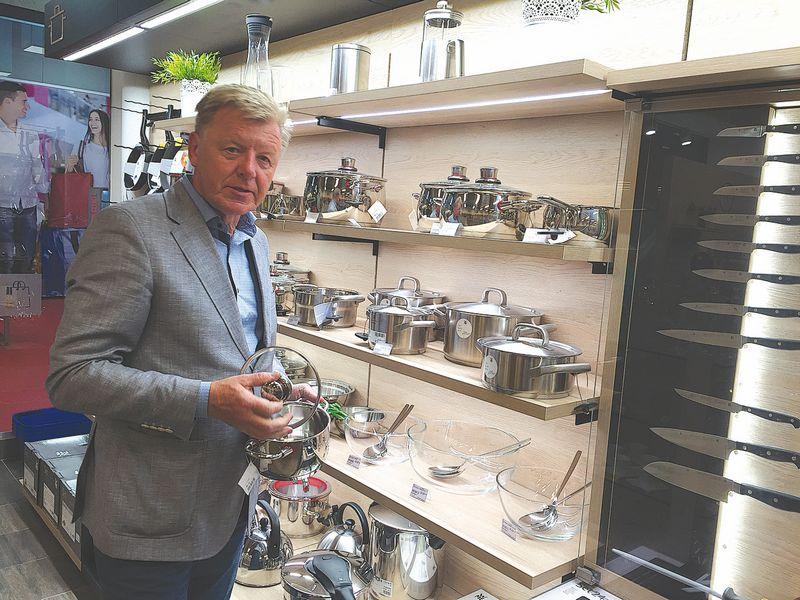 """Romualdas Mazalas, UAB """"Gerduva"""" generalinis direktorius ir bendraturtis: """"Tapome išrankūs ir renkamės tik tuos gamintojus, su kuriais įdomu dirbti. WMF ženklas virtuvės reikmenų rinkoje žinomas taip pat gerai, kaip """"Mercedes"""" automobilių pramonėje."""" Bendrovės nuotr."""