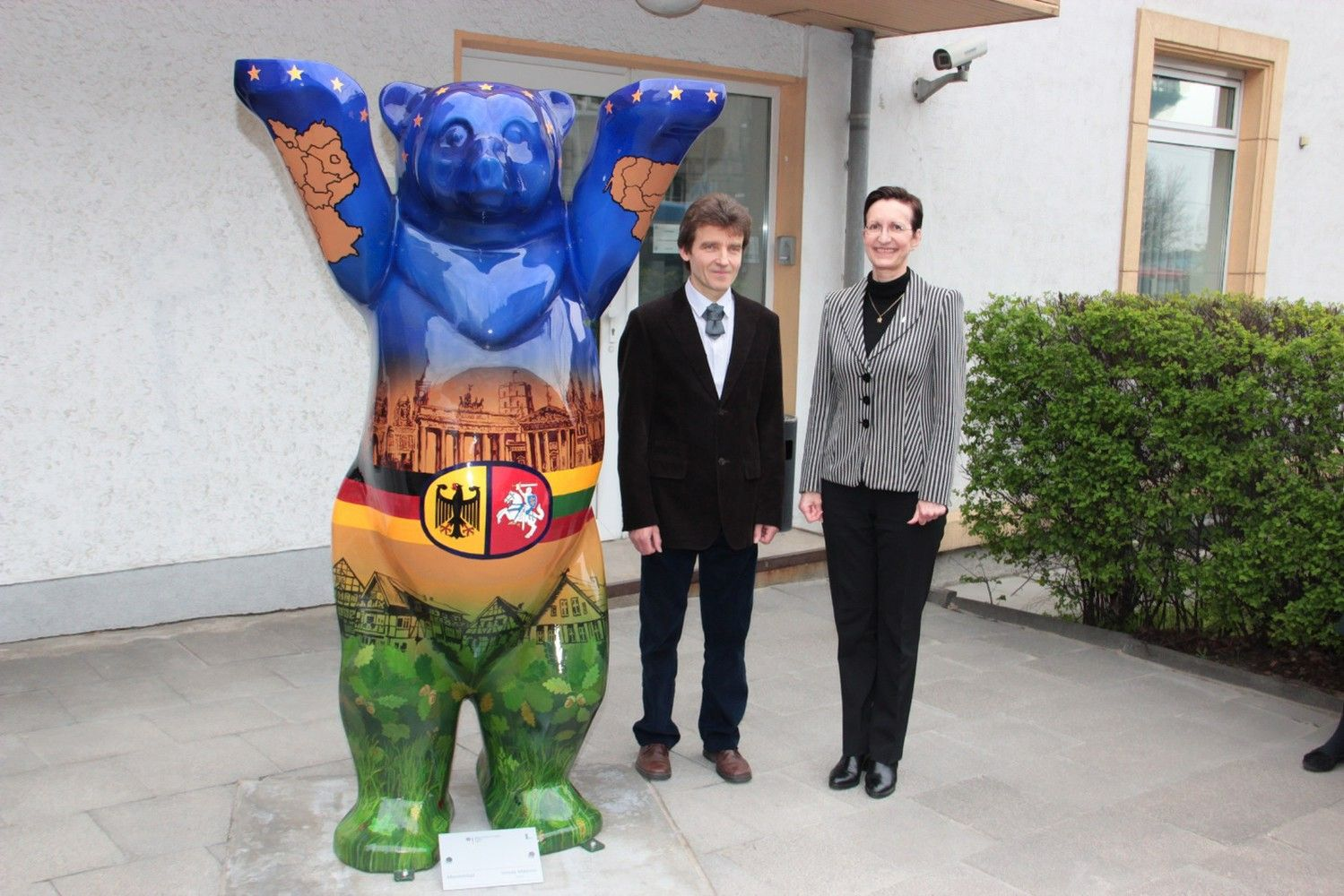 Pasaulyje eksponuojamąkolekciją papildė du lietuvių puoštidarbai
