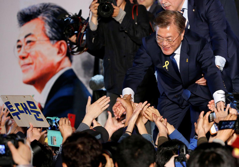 Pietų Korėja renka prezidentą, favoritas žada pokyčius santykiuose su Šiaure