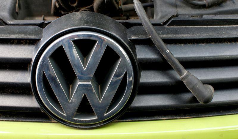 """""""Volkswagen"""" planuoja gaminti 30 skirtingų elektrinių automobilių. Michaelos Rehle (""""Reuters"""" / """"Scanpix"""") nuotr."""