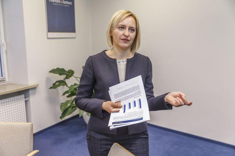 """Kristina Vaivadaitė, vadovų paieškos ir atrankos UAB """"Pedersen & Partners"""" biuro Lietuvoje generalinė direktorė, sako, kad bendrovės dažniausiai ieško kandidatų 35–45 metų amžiaus grupėje. Vladimiro Ivanovo (VŽ) nuotr."""