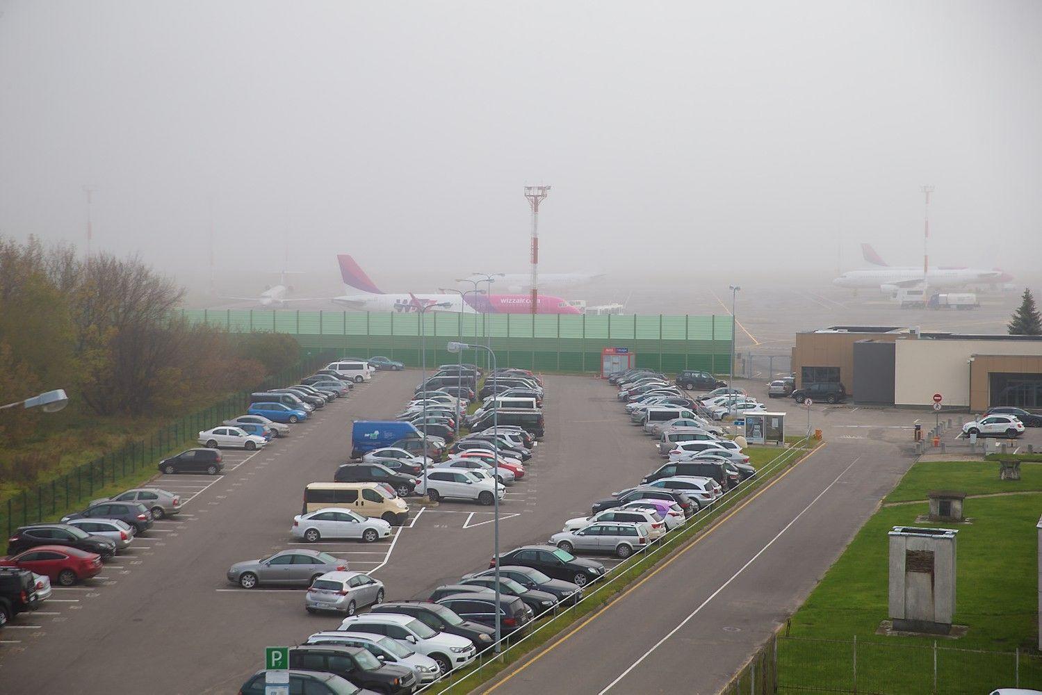 Vilniaus oro uostas dvigubins automobilių stovėjimo vietų skaičių