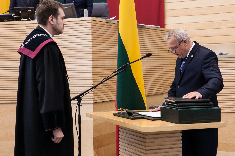 Prisiekė Seimo narys Antanas Baura