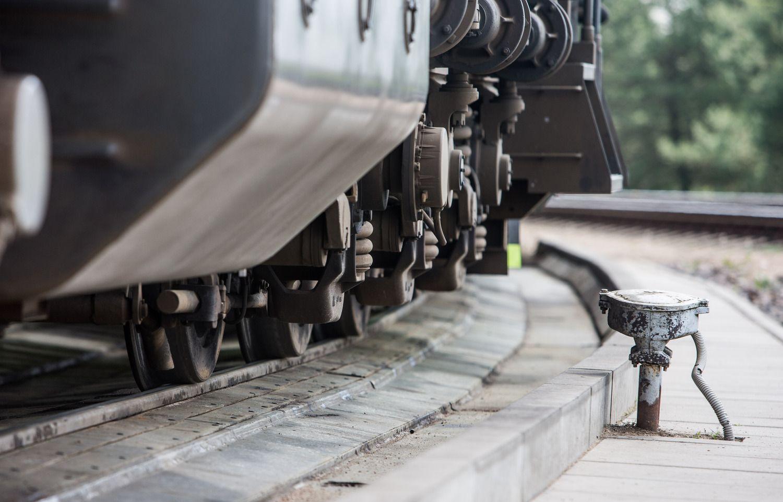 """""""Lietuvos geležinkeliai"""" variklinę alyvą pirks iš """"Global Petroleum"""" ir """"Estmade"""""""