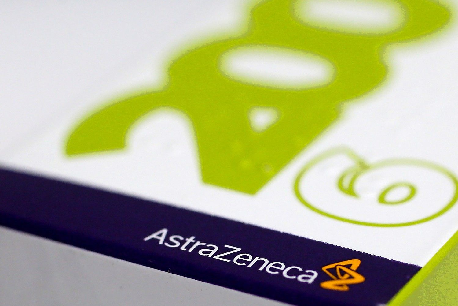 """Sėkmingi vaistų prieš vėžį bandymai šokdina """"AstraZeneca"""" akcijas"""
