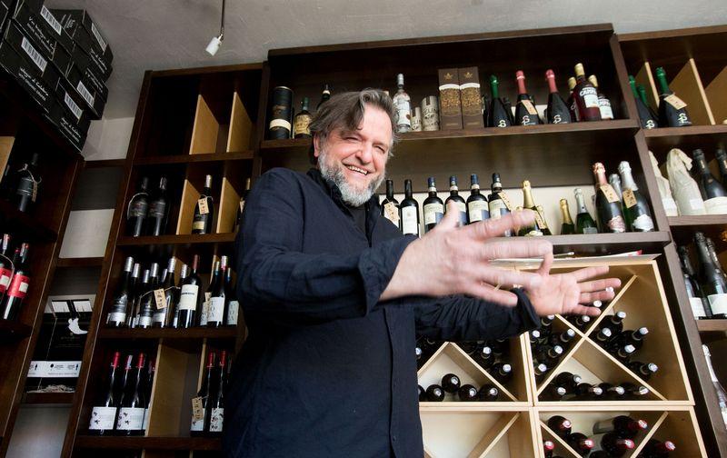 """Vaidotas Burbulis, UAB Burbulio vyninės savininkas: """"Jei būtų apribota licencija prekiauti alkoholiu, vyninei tai reikštų verslo galą."""" Juditos Grigelytės (VŽ) nuotr."""