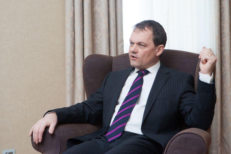 """Christophas Klingenas, TVF misijos Lietuvoje vadovas: """"Išorinė aplinka aiškiai gerėja, o tai teigiamai paveikė šalies eksportą ir pramoninę gamybą. Ir tai yra kokybinis pokytis.""""  Juditos Grigelytės (VŽ) nuotr."""