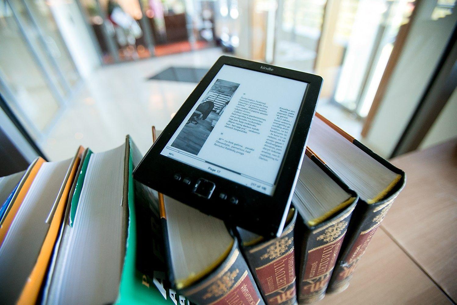Bibliotekose atsiras elektroninės knygų skaityklės