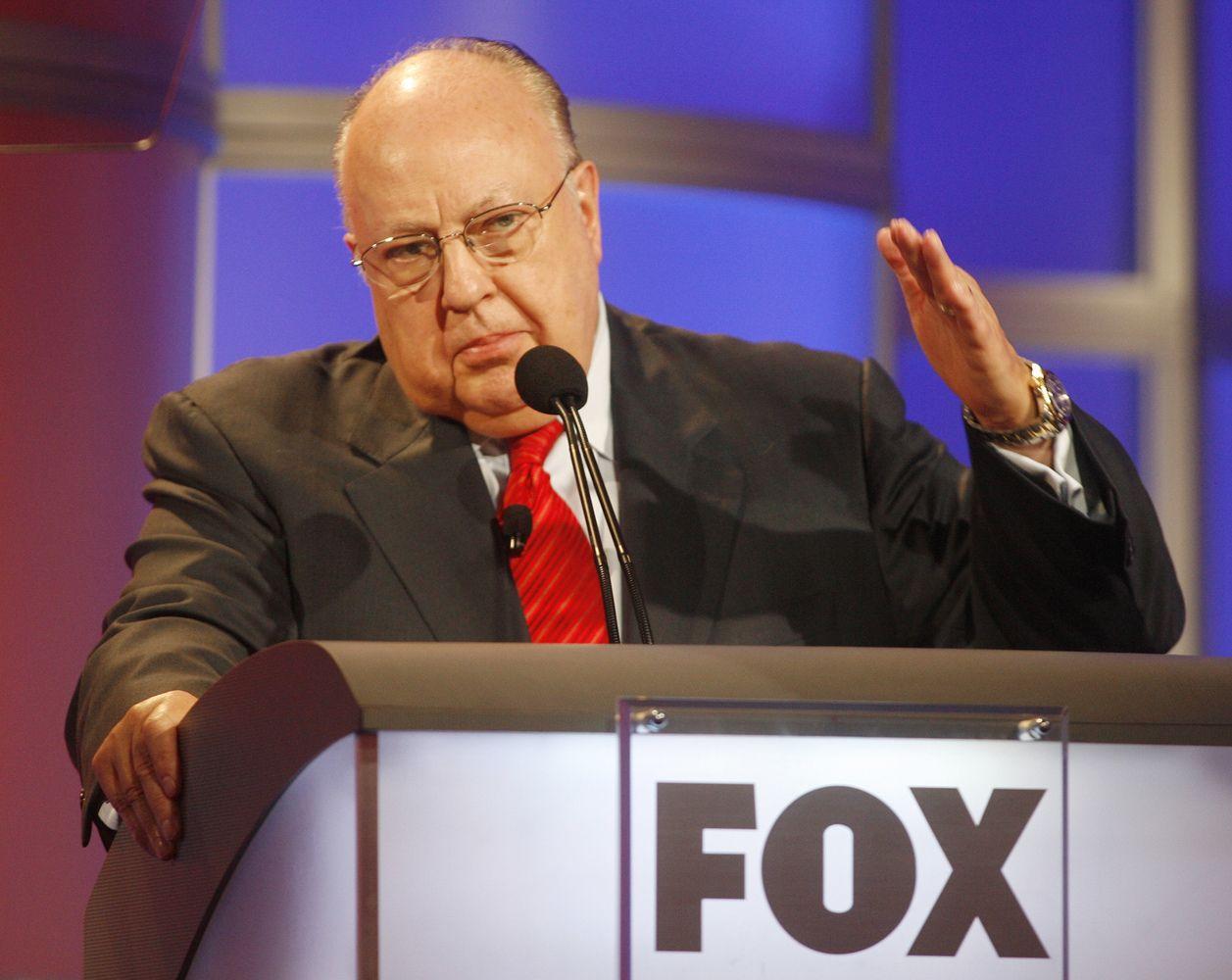 """Mirė """"Fox News"""" įkūrėjas Rogeris Ailesas"""
