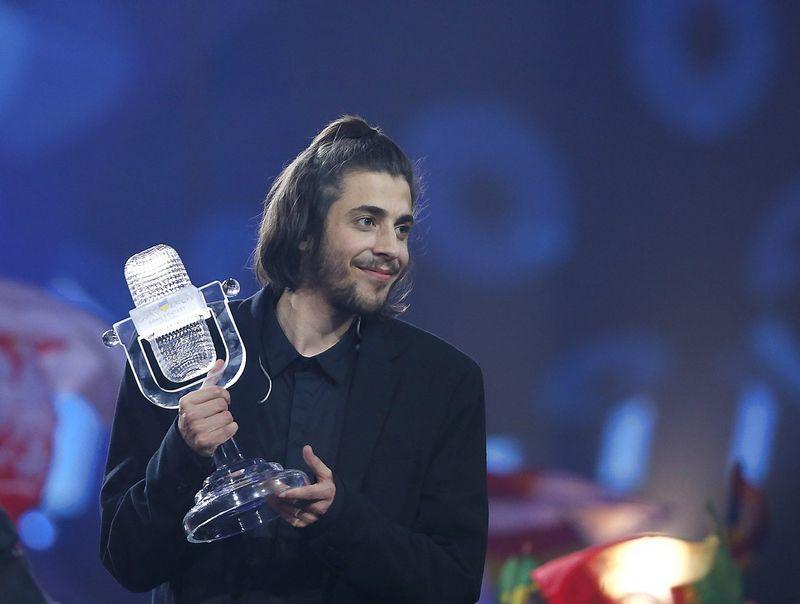 """Kuklusis daininkas Salvadoras Sobralis, šiemetinis """"Eurovizijos"""" nugalėtojas. Glebo Garanicho (Reuters / Scanpix) nuotr."""
