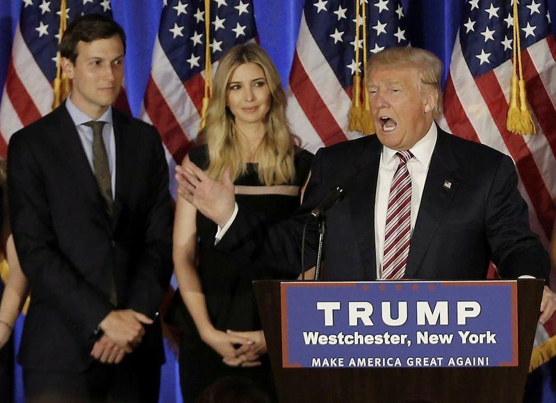 Donaldas Trumpas, Jaredas Kushnerir ir Ivanka Trump. Rinkimų kampanijos metu. . Mike'o Segaro (Reuters / Scanpix) nuotr.