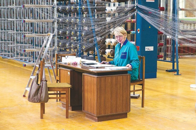 Ekspertų vertinimu, Lietuvoje tekstilės pramonė yra pasidalijusi į dvi dalis. Vieni produkciją parduoda su savo prekės ženklu, kiti parduoda pigią darbo jėga. Vladimiro Ivanovo (VŽ) nuotr.