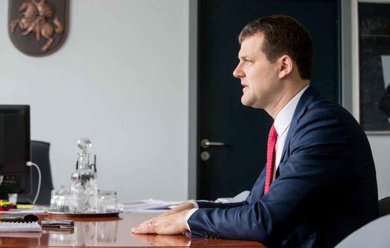 Gintautas Paluckas, Lietuvos socialdemokratų partijos pirmininkas, teigia, kad Socialdemokratų frakcijai Seime rekomenduota balsuoti už dalį Vyriausybės neremiamų pataisų Darbo kodekse ir Alkoholio kontrolės įstatyme. Juditos Grigelytės (VŽ) nuotr.