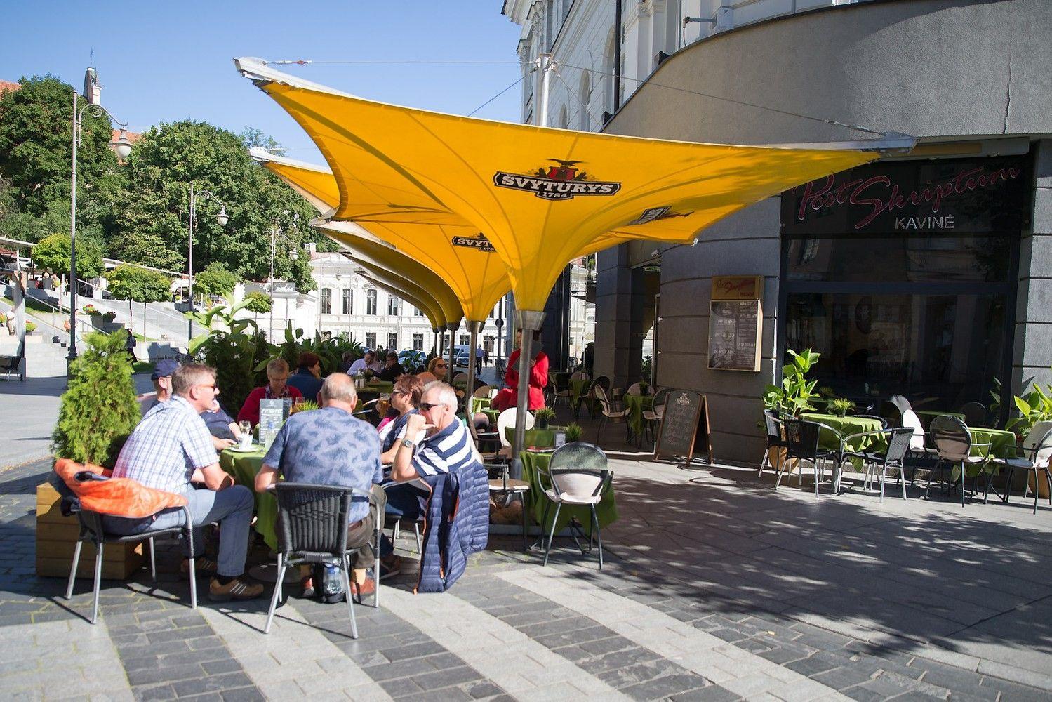 Alkoholio reklamos draudimai: kompromisas kavinėms vėl grąžintas