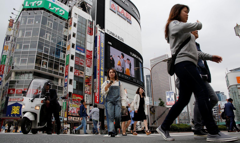 """Japonijos ūkyje sunoko """"Abenomikos"""" vaisiai"""
