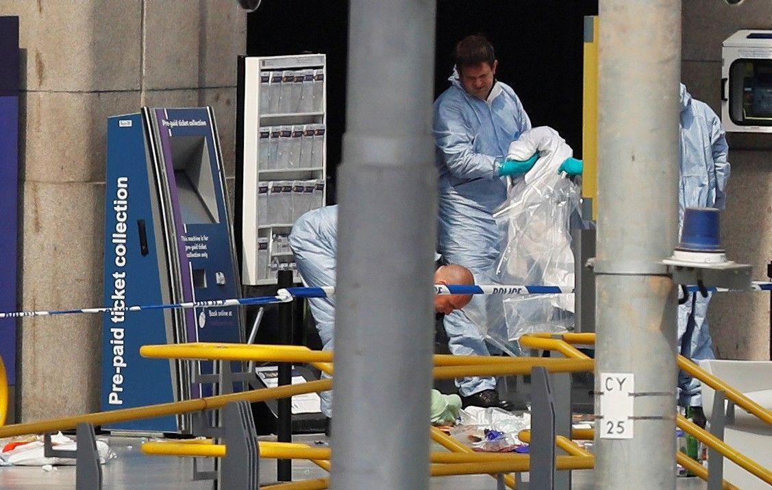 Įtaria, kad Mančesterio atakąorganizavo ne vienas asmuo