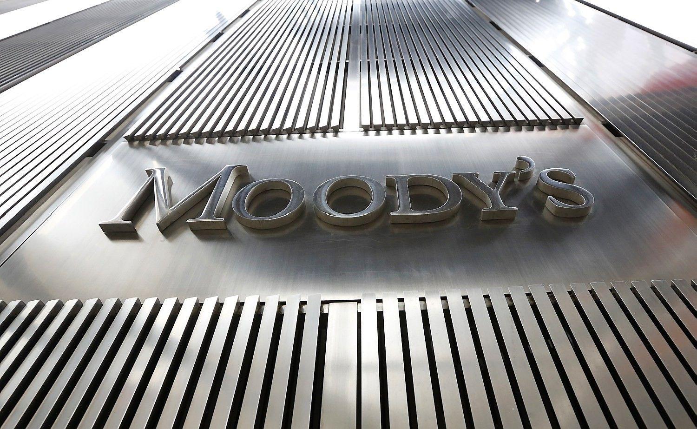"""""""Moody's"""" pirmą kartą nuo 1989-ųjųsumažino Kinijos skolinimosi reitingą"""