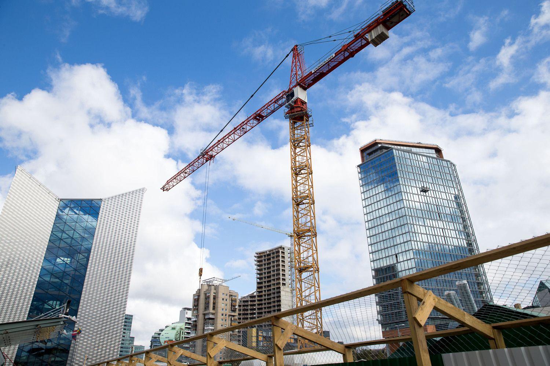Naujas mokestis NT plėtotojams – valstybė nori naudos iš statybų savo žemėje