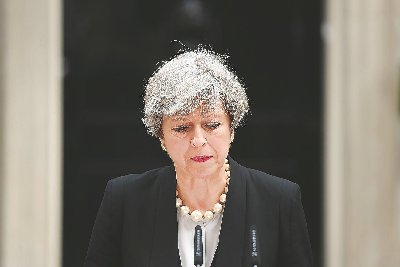 Teroro aktas Mančesteryjekeičia JK rinkimų kryptį