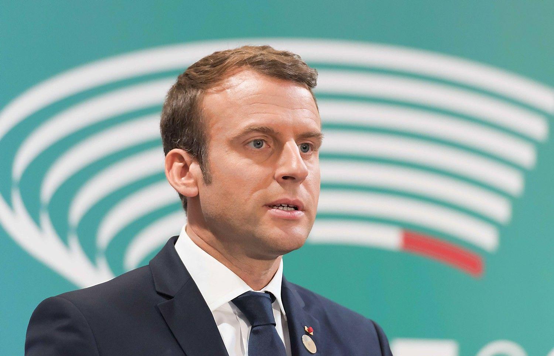 Macronas Versalyje priima Putiną
