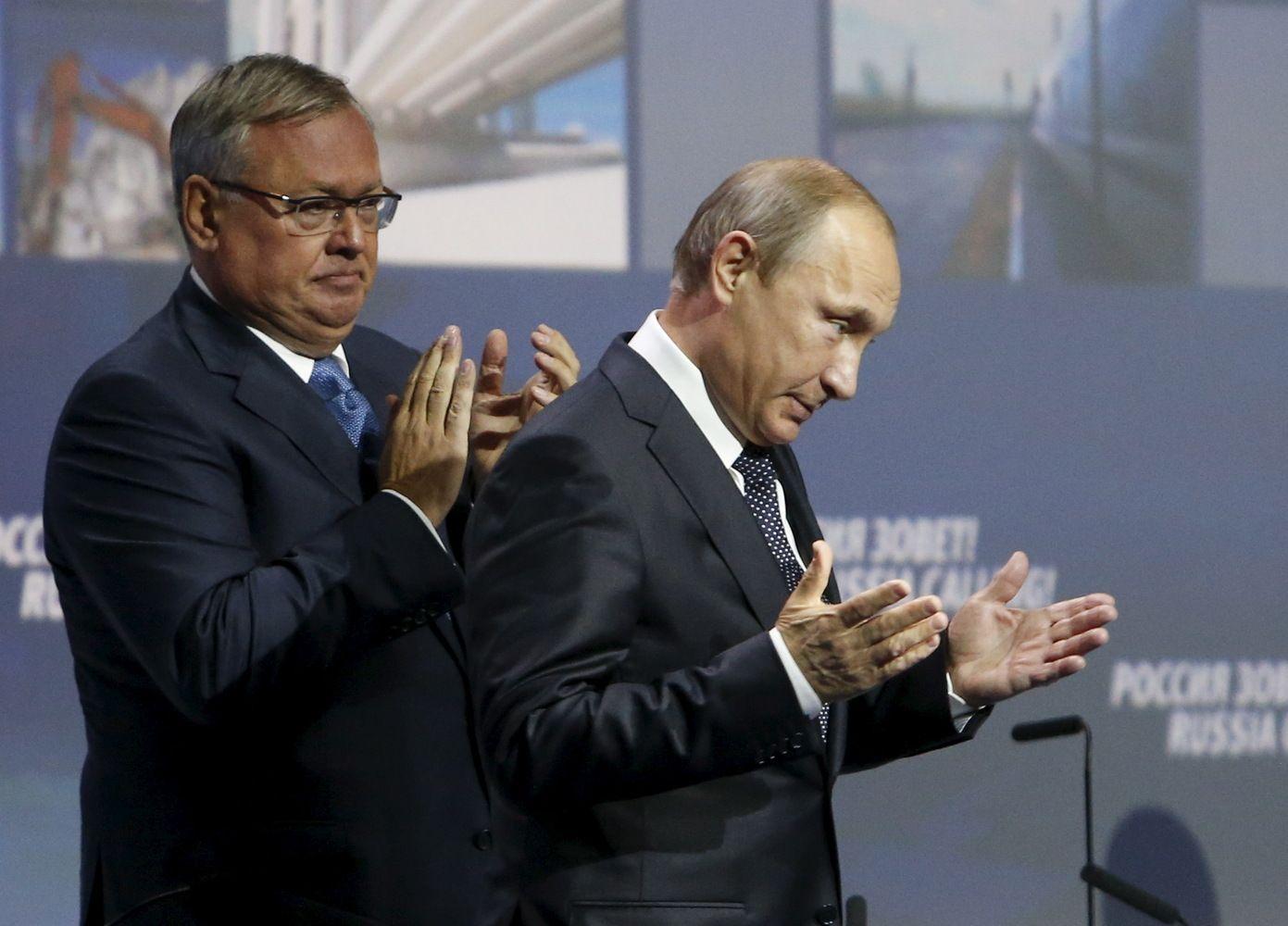 """Putino bendražygis: """"Amerikos elitas"""" paralyžiavo Donaldą Trumpą"""