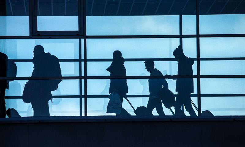 """Dėl emigracijos šalyje mažėja """"Sodros"""" įmokų mokėtojų, tačiau ilguoju laikotarpiu sumažės ir pačių pensininkų, nes išvykusiems iš šalies pensijas mokės ES valstybės, kuriose jie dirba. Juditos Grigelytės (VŽ) nuotr."""
