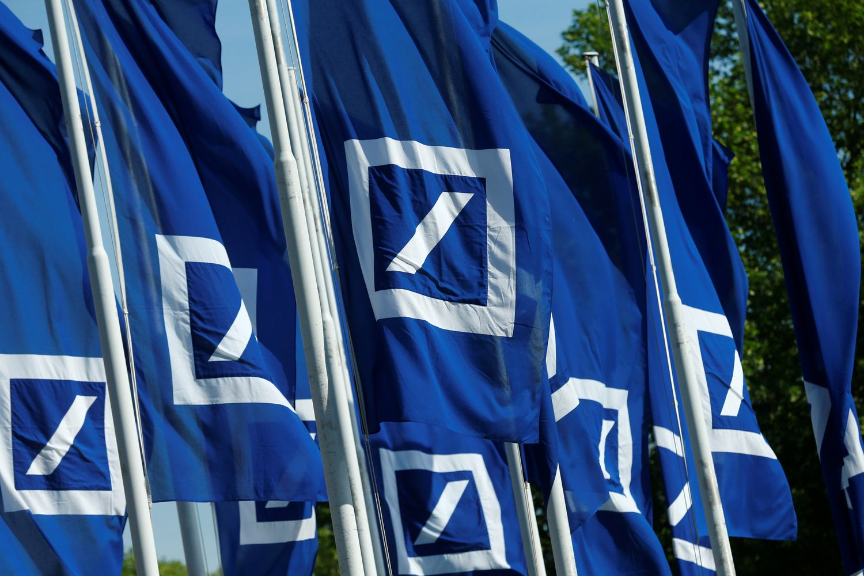 """""""Deutsche Bank"""" lagaminus kraunasi ne tik Lietuvoje – nori trauktis ir iš Lenkijos"""