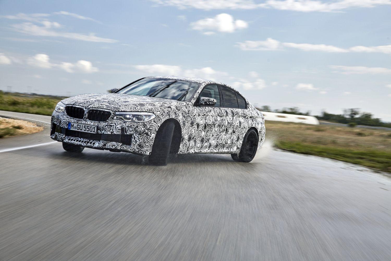 BMW M5 į priekį varys visi keturi ratai