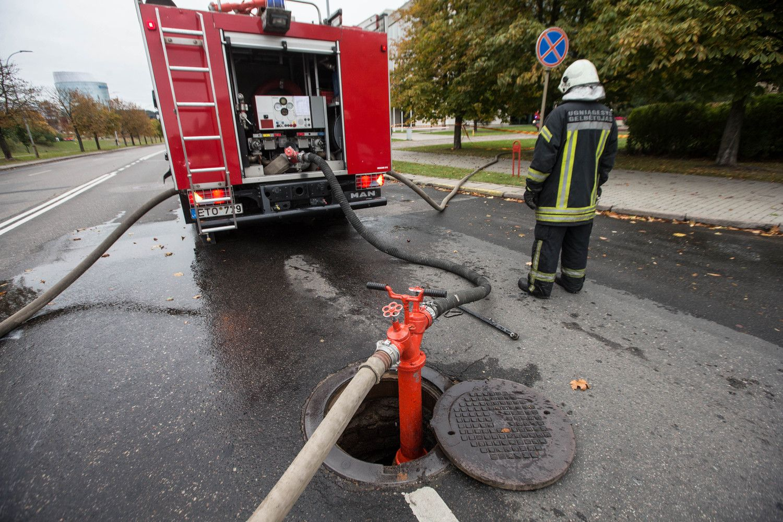 """Tarnybinis ugniagesių patikrinimas: """"Darbuotojų išnaudojimas tapo įprasta praktika"""""""