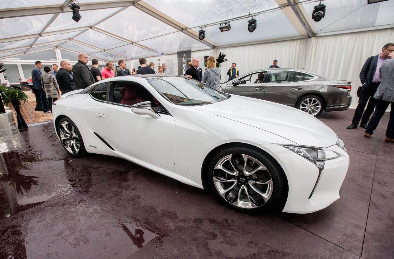 """""""Lexus"""" į Lietuvą atvežė šviežiausias naujienas – LC ir LS"""