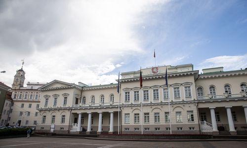 Ekspertai: valdančiųjų ir prezidentės medaus mėnuo baigėsi