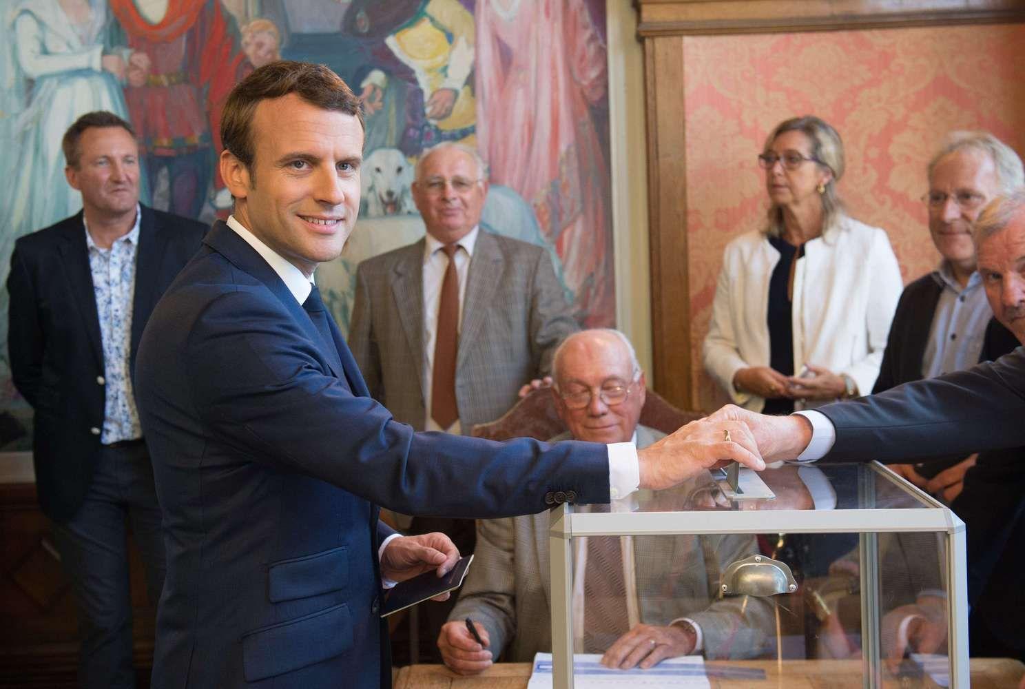 Pirminiai Prancūzijos rinkimų rezultatai palankūs Macrono partijai
