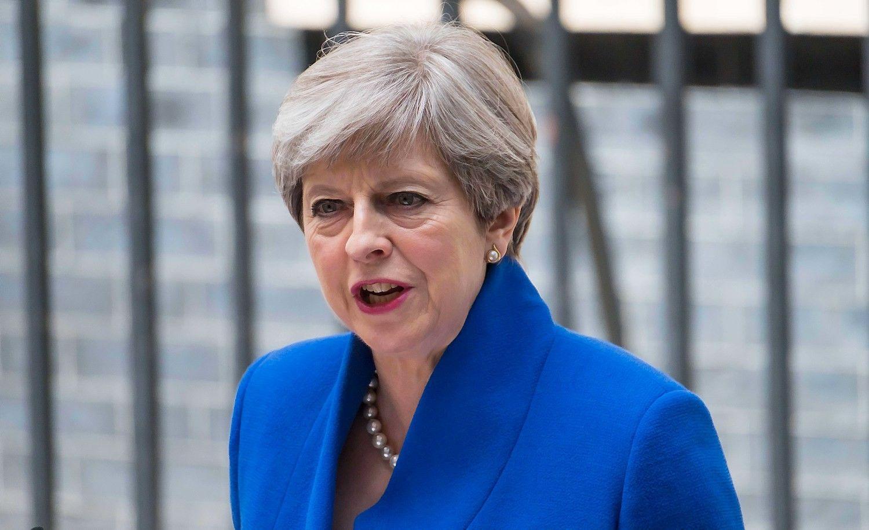 """Silpna JK vyriausybė kelia nežinomybę """"Brexit"""" procese"""