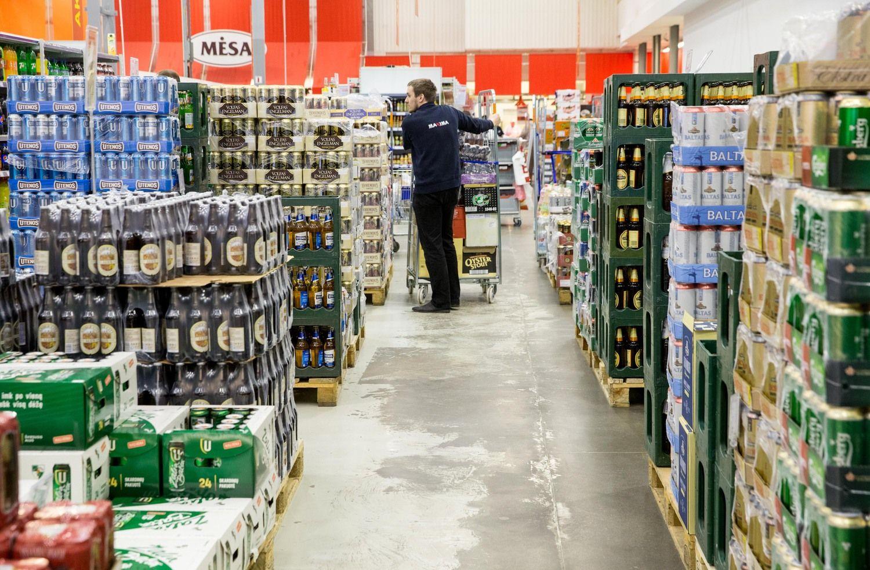 """""""Rimi"""" ir """"Maximai"""" skirtos baudos už alkoholinių gėrimų nuolaidų skelbimą"""
