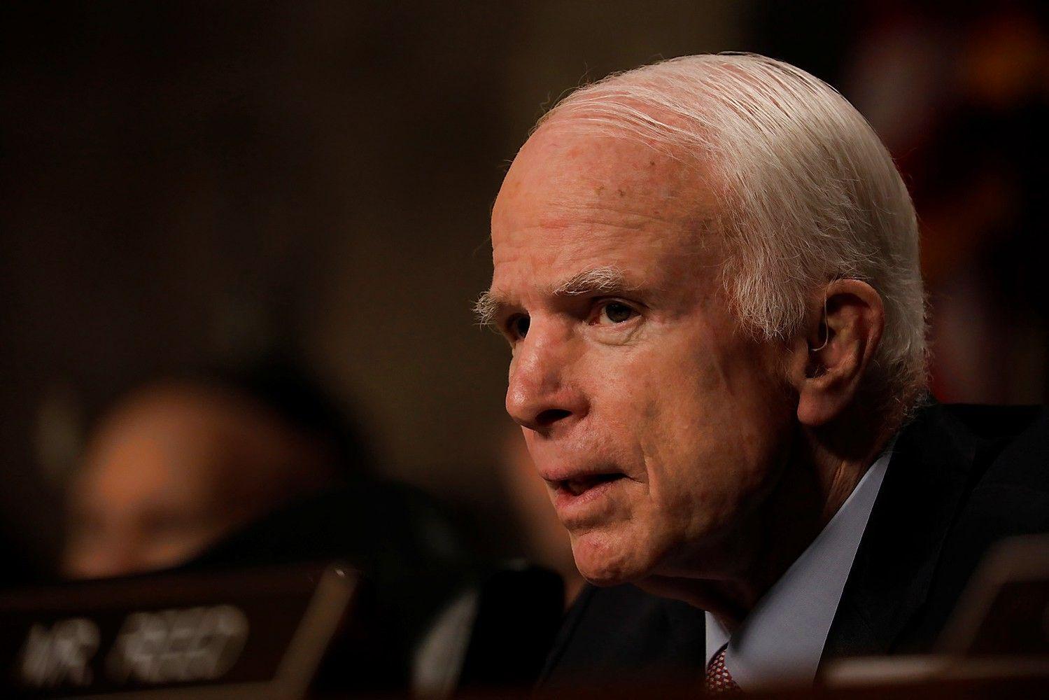 JAV Senatas pritarė naujoms sankcijoms Rusijai ir surišo Trumpui rankas