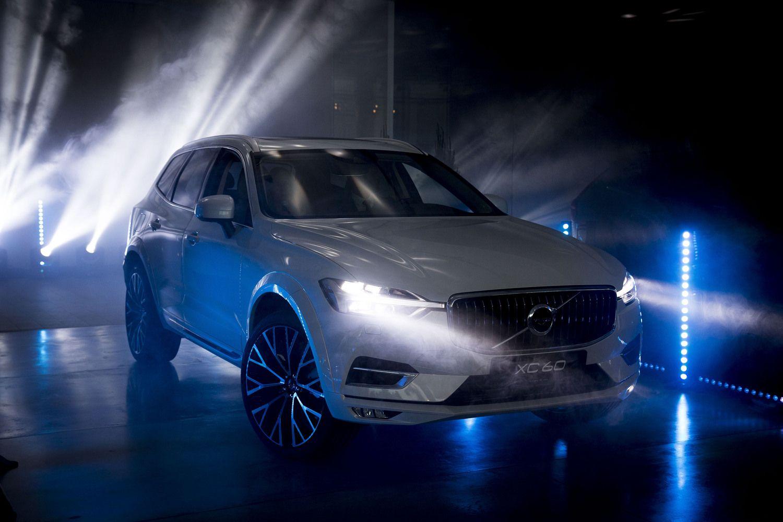 """Lietuvą pasiekė šviežiausias """"Volvo"""" – kompaktiškas XC60"""
