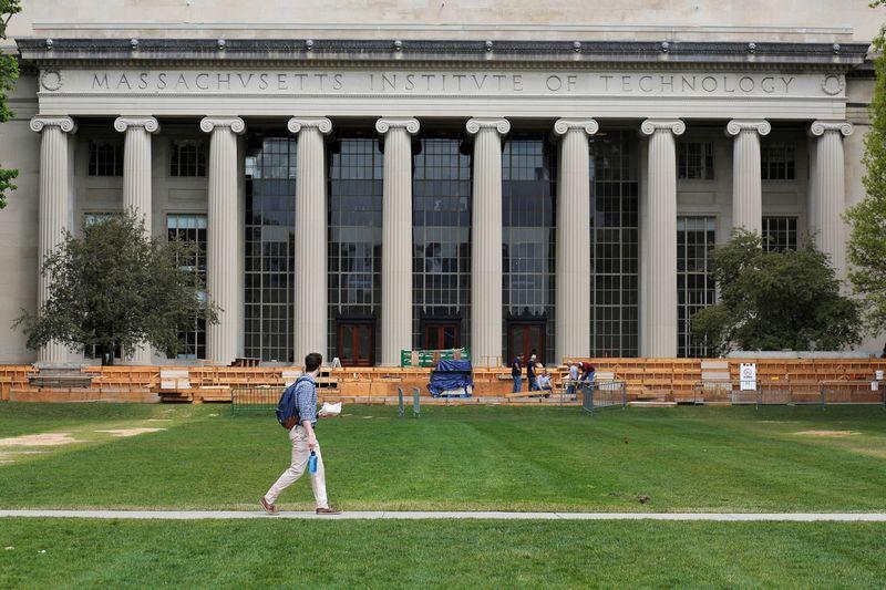 """Masačusetso Technologijos Institutas Pasaulio universitetų reitinge užima pirmą vietą, toliau rikiuojasi Stanfordo ir Harvardo universitetai. Brian Snyder (""""Reuters""""/""""Scanpix"""") nuotr."""