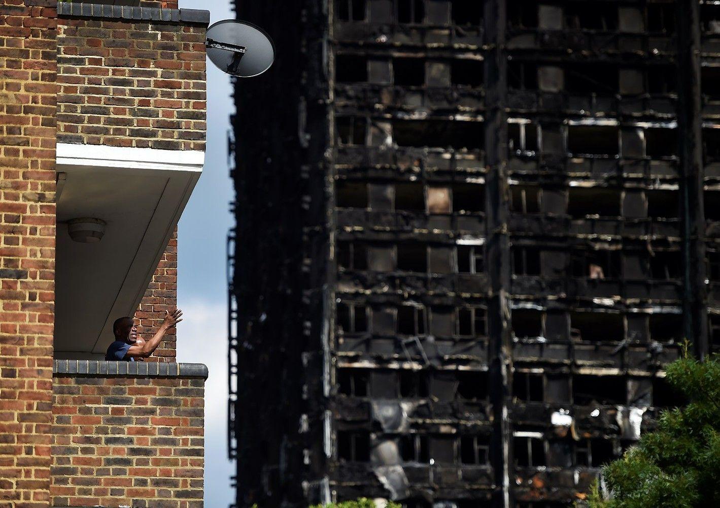 Per gaisrą Londone žuvusiais laikomi jau mažiausiai 58 žmonės