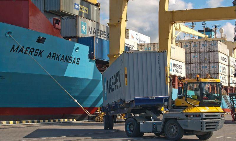 """Jau ne vieną dešimtmetį sunku įsivaizduoti kurį nors pasaulio uostą be """"Maersk"""" konteinerio. Algimanto Kalvaičio nuotr."""