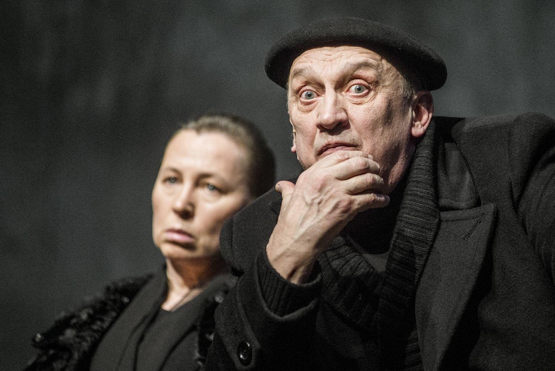 """Geriausiu užsienio spektakliu prancūzai paskelbė LNDT """"Didvyrių aikštę"""""""