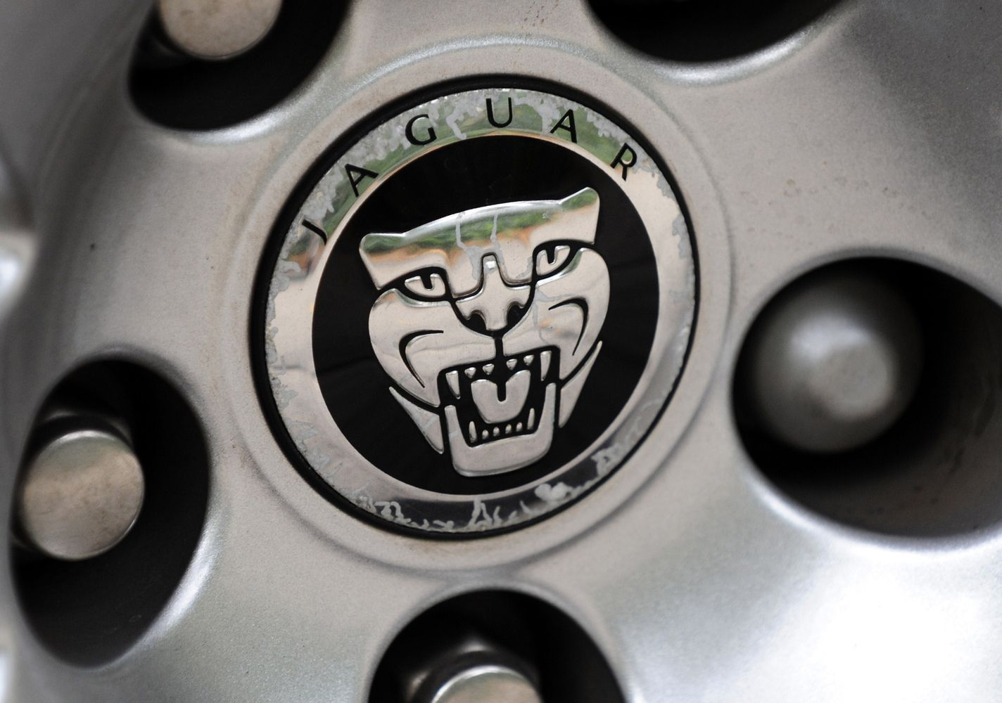 """""""Jaguar Land Rover"""" reikia 5.000 darbuotojų – samdys pasitelkę žaidimą"""