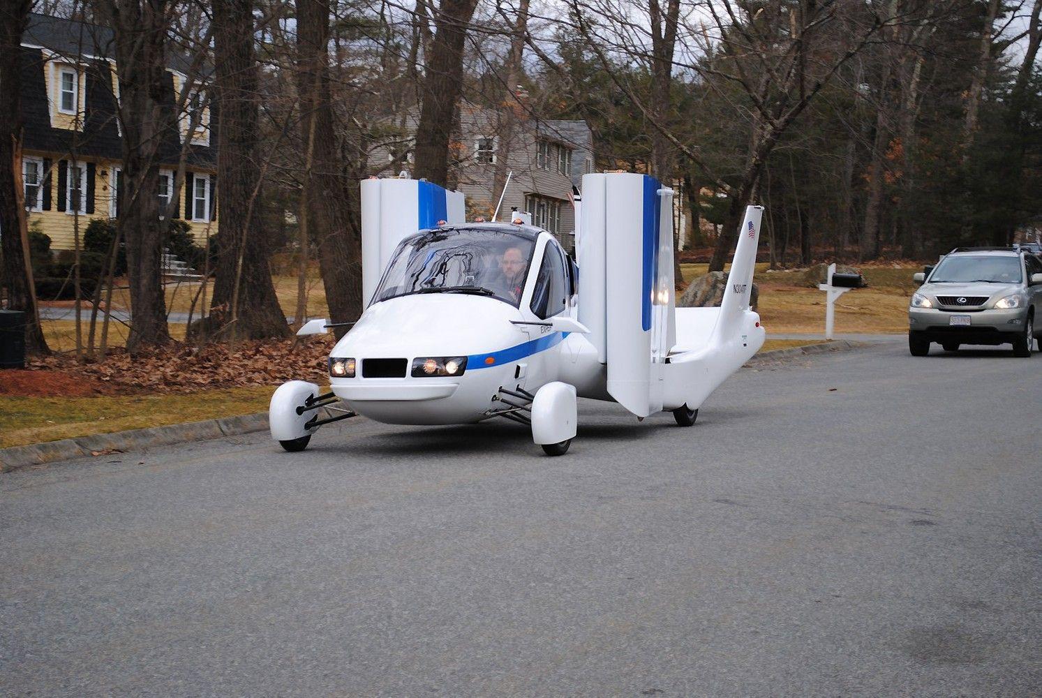 Skraidantys automobiliai ir keleiviniai dronai: gal jau šiemet?