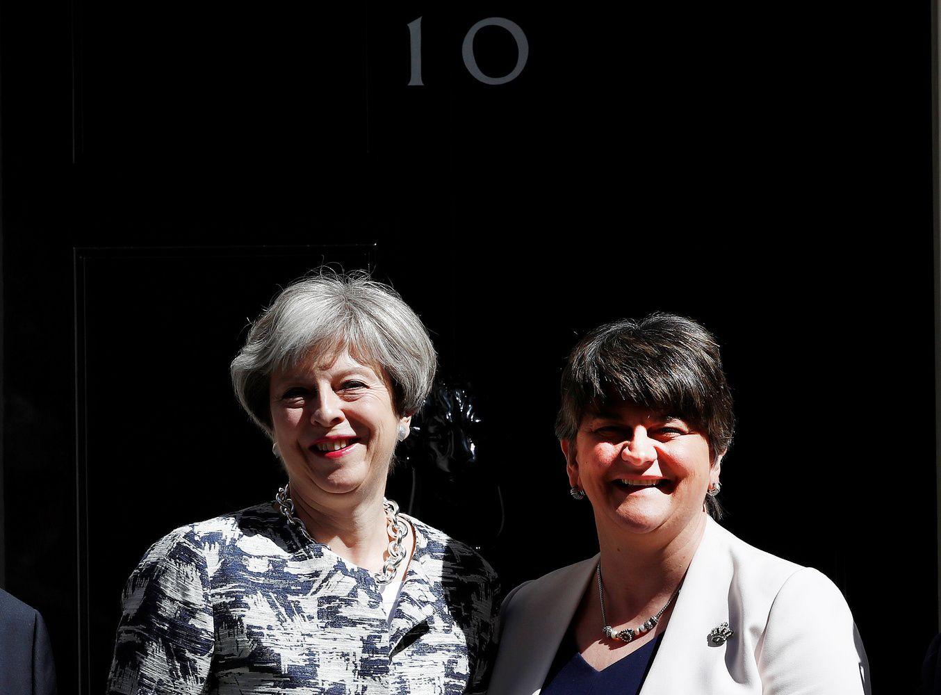 Theresa May susitarė dėl paramos vyriausybei