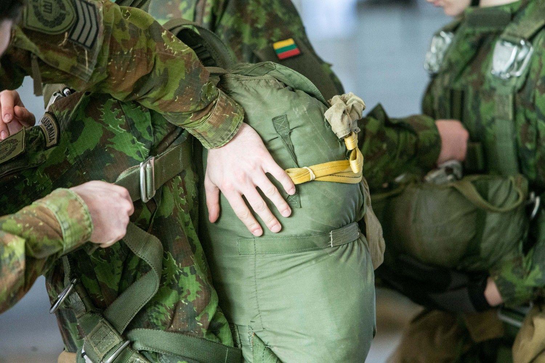 60 lietuvių karių siunčiami į Ukrainą, bet ne kariauti