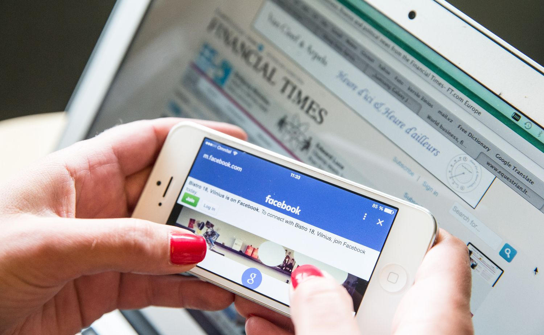 """Leidėjai gręžia nugarą """"Facebook"""""""