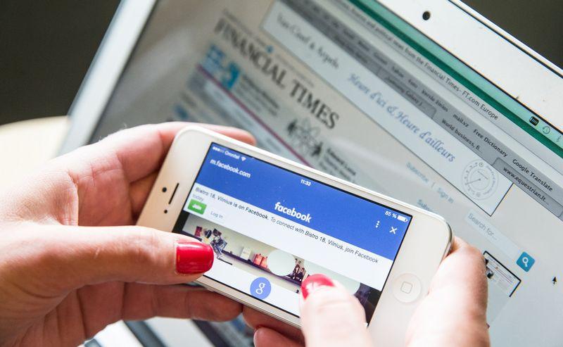 """Leidėjai užsimena, kad """"Facebook"""" nuolat keičia reikalavimus prašomam turiniui, tačiau už pastangas nepakankamai atlygina. Juditos Grigelytės (VŽ) nuotr."""
