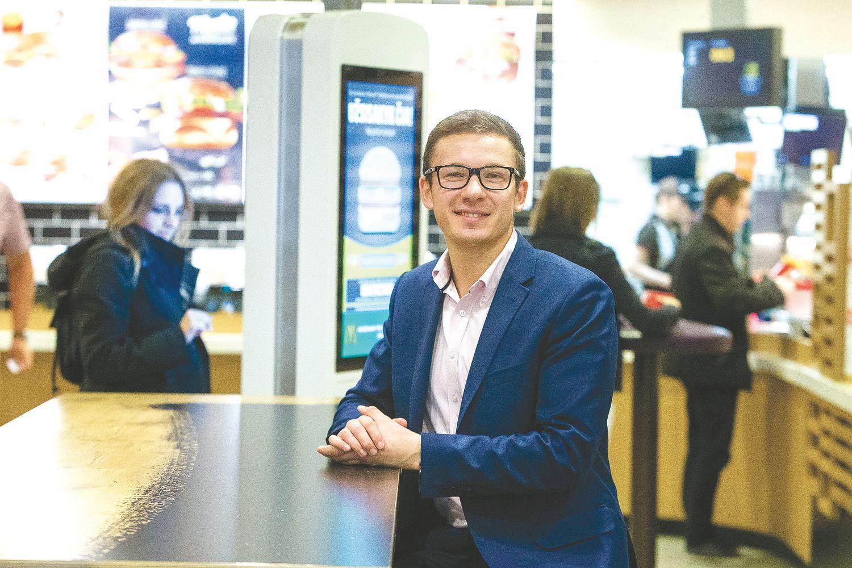 """""""McDonalds"""" Lietuvoje ruošiasi darbuotojų stygiaus metui"""