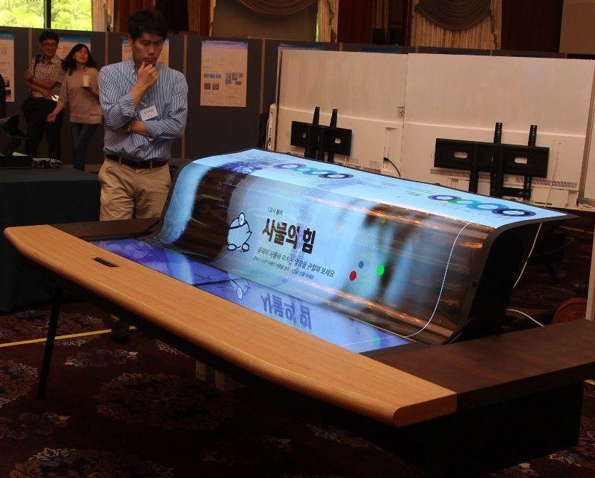 LG pristatė lankstų ir skaidrų ekraną