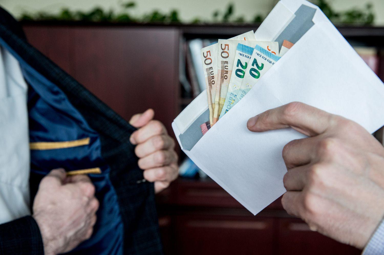 Sugriežtintos kovos su pinigų plovimu priemonės