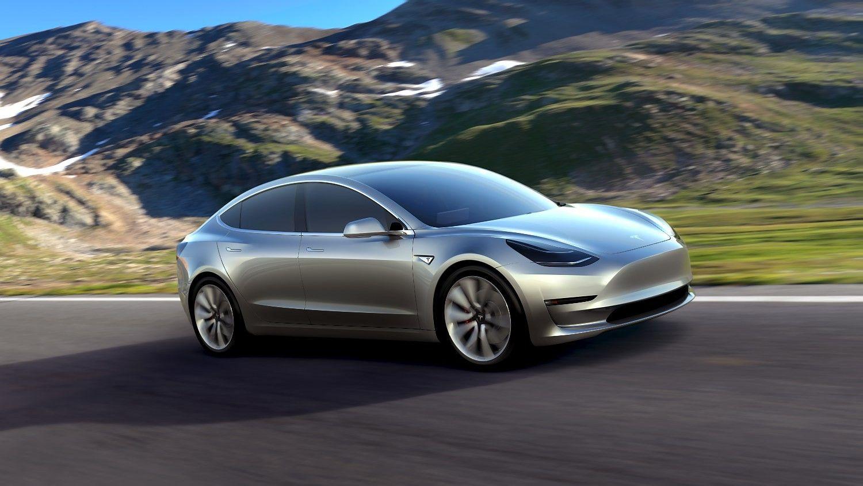"""Pirmasis """"Tesla"""" naujomodelio automobilis– jau šią savaitę"""